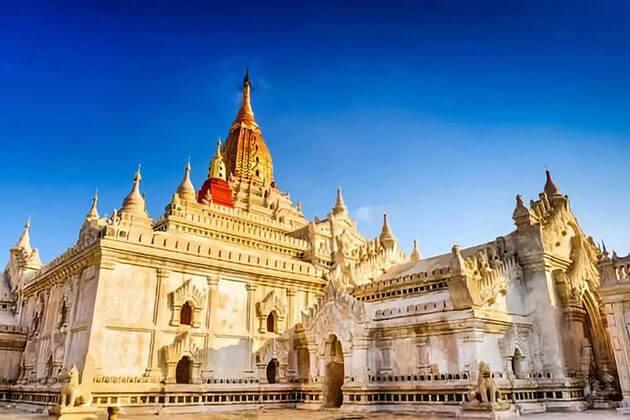 Ananda Pagoda in Bagan