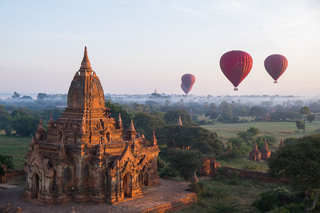 Bagan hot air balloon - best experience for honeymoon in myanmar