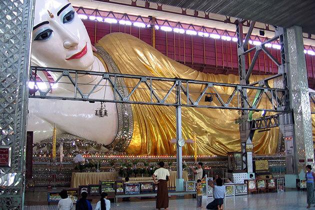 Chauk Htat Gyi Pagoda buddha image