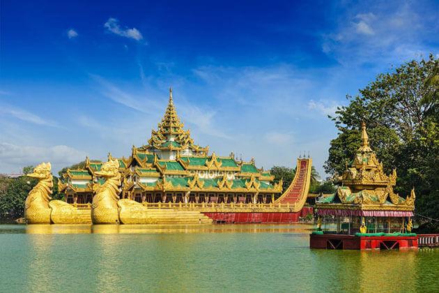 Karaweik palace on Kadawgyi Lake