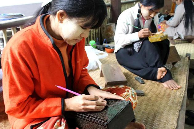 Lacquerware workshop in Bagan