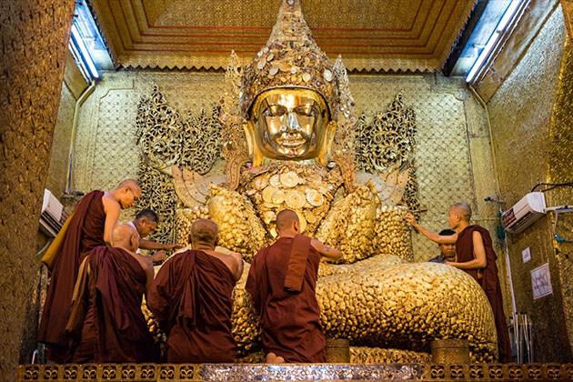Mahamuni Pagoda buddha image