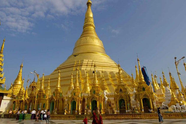 fulfill myanmar honeymoon in Shwedagon pagoda