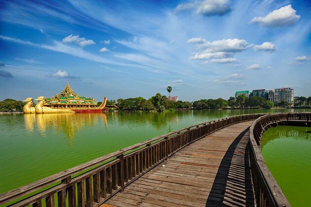 kandawgyi Lake - the landmark in Yangon