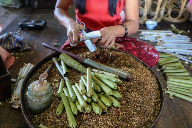 make cigar in Nam Pan village