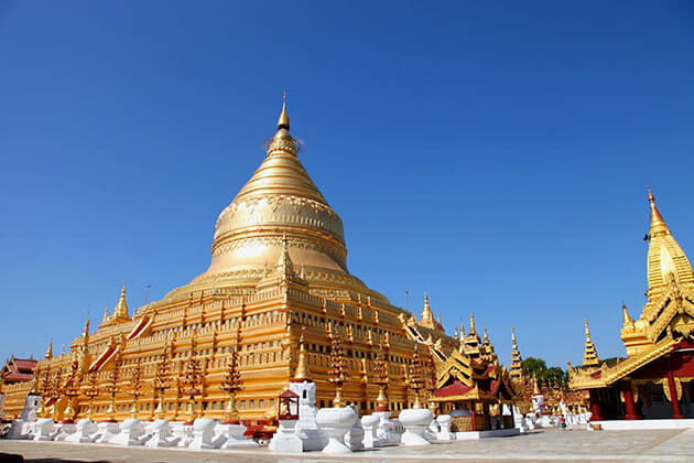 the golden stupa in Shwezigon pagoda